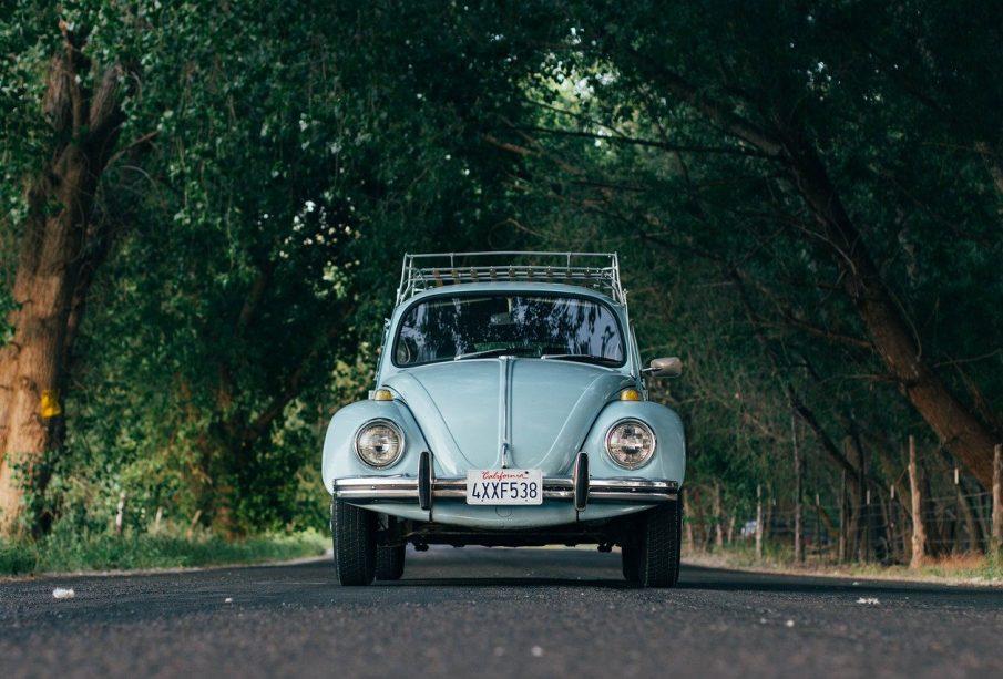 Une voiture sur la route